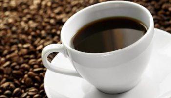 Употребление кофе при грудном вскармливании: правила и ограничения