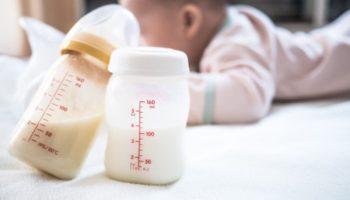 Кормление сцеженным грудным молоком, как хранить