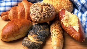Можно ли кормящей маме хлеб?