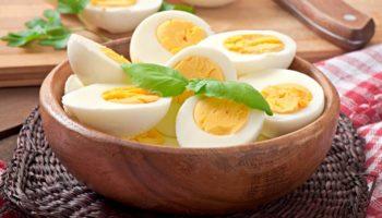 можно ли кормящей маме яйца