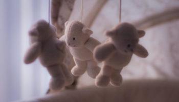 Белый сон для малыша: зачем и как слушать шум для сна новорожденных