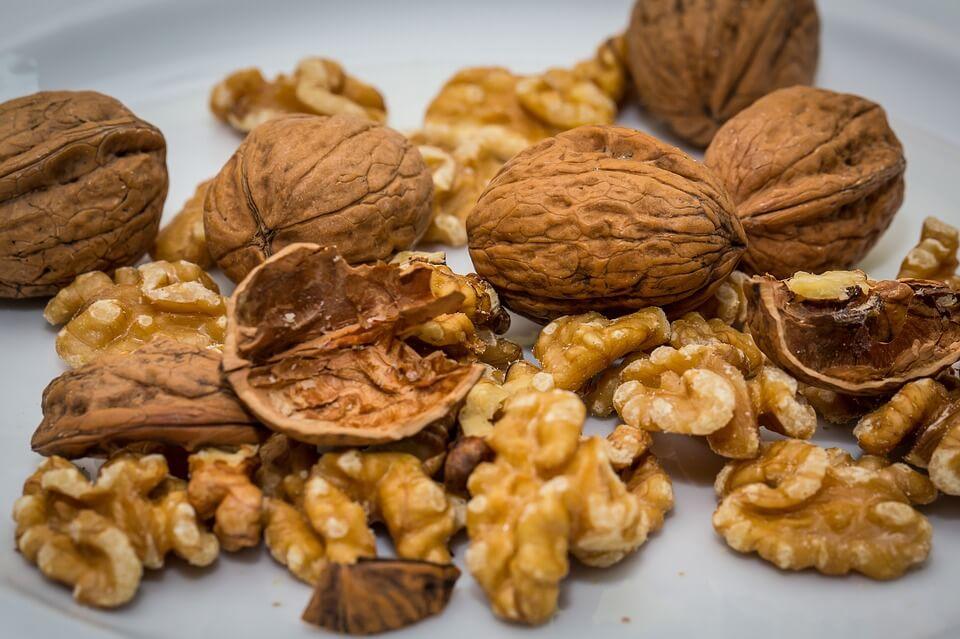 можно ли кушать грецкие орехи кормящей маме