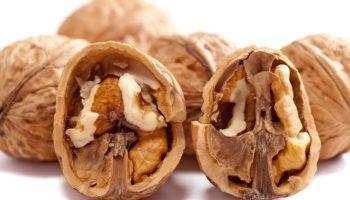 Можно ли кормящей маме орехи: полезные и нежелательные виды