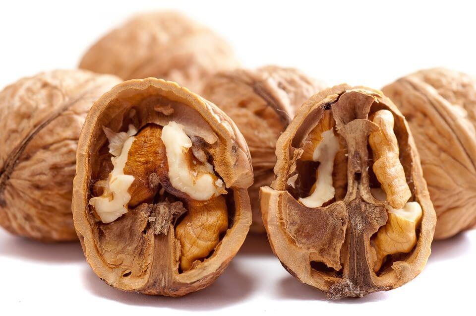 можно ли кормящей маме орехи