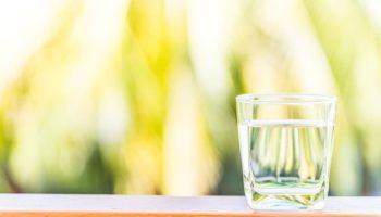 Можно ли ребенку воду, сколько давать крохе