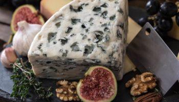 можно ли кормящим сыр с плесенью