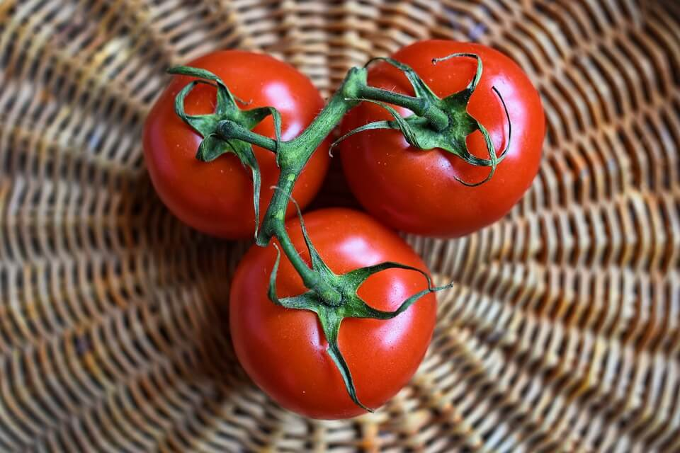 можно ли детям помидоры