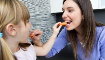Дочь с мужем — вегетарианцы, не кормят ребенка нормально