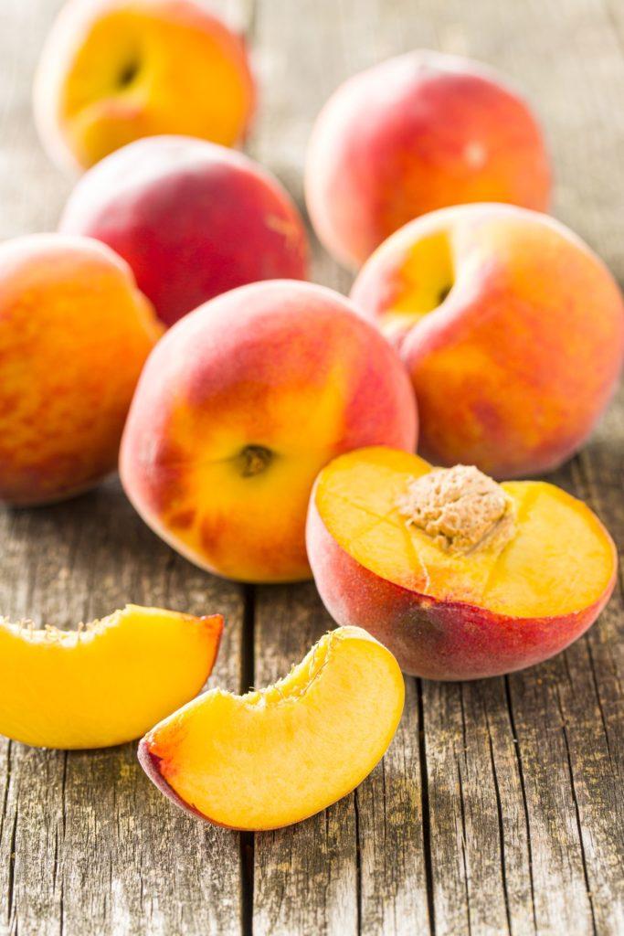 можно ли детям персики