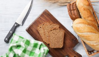 Можно ли ребенку хлеб: какой, с какого возраста, сколько
