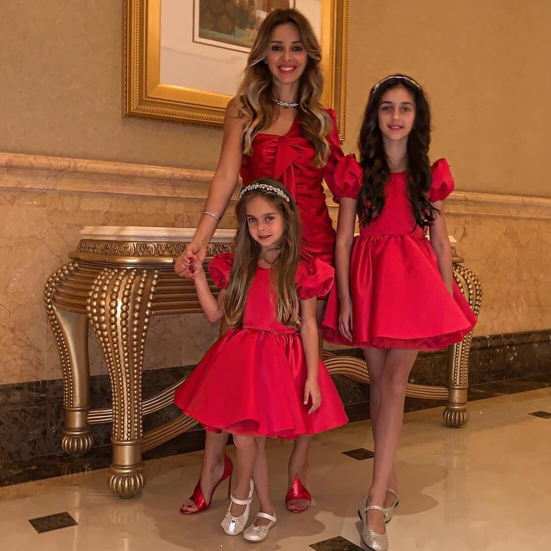 жена реввы с дочерьми