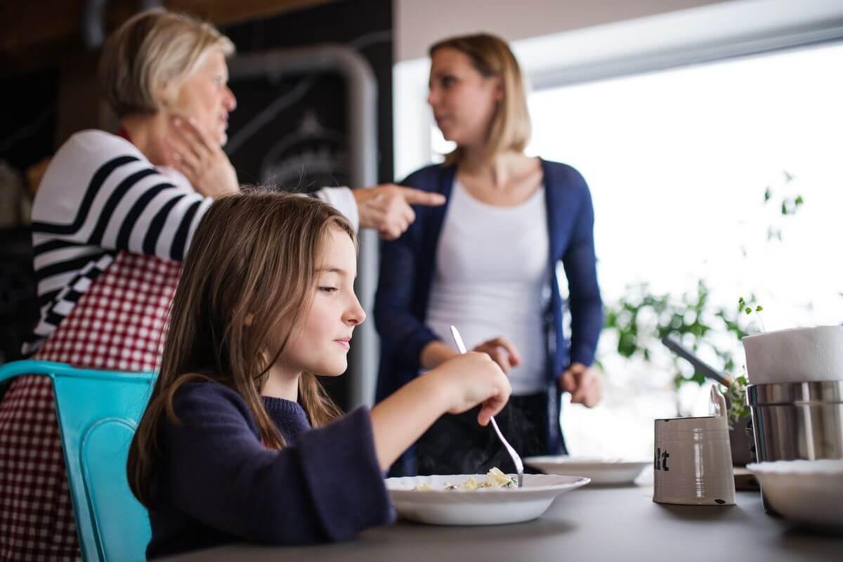 свекровь плохо влияет на ребенка
