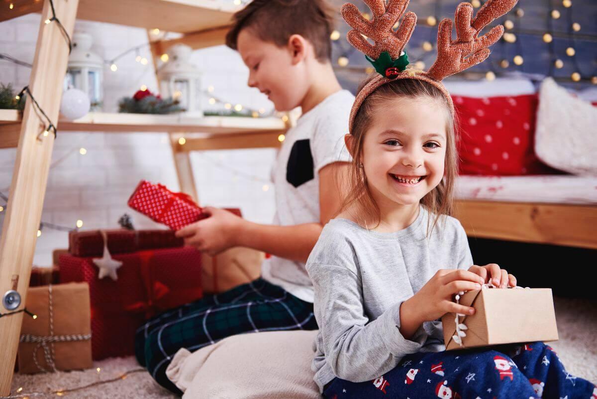 что подарить на новый год детям