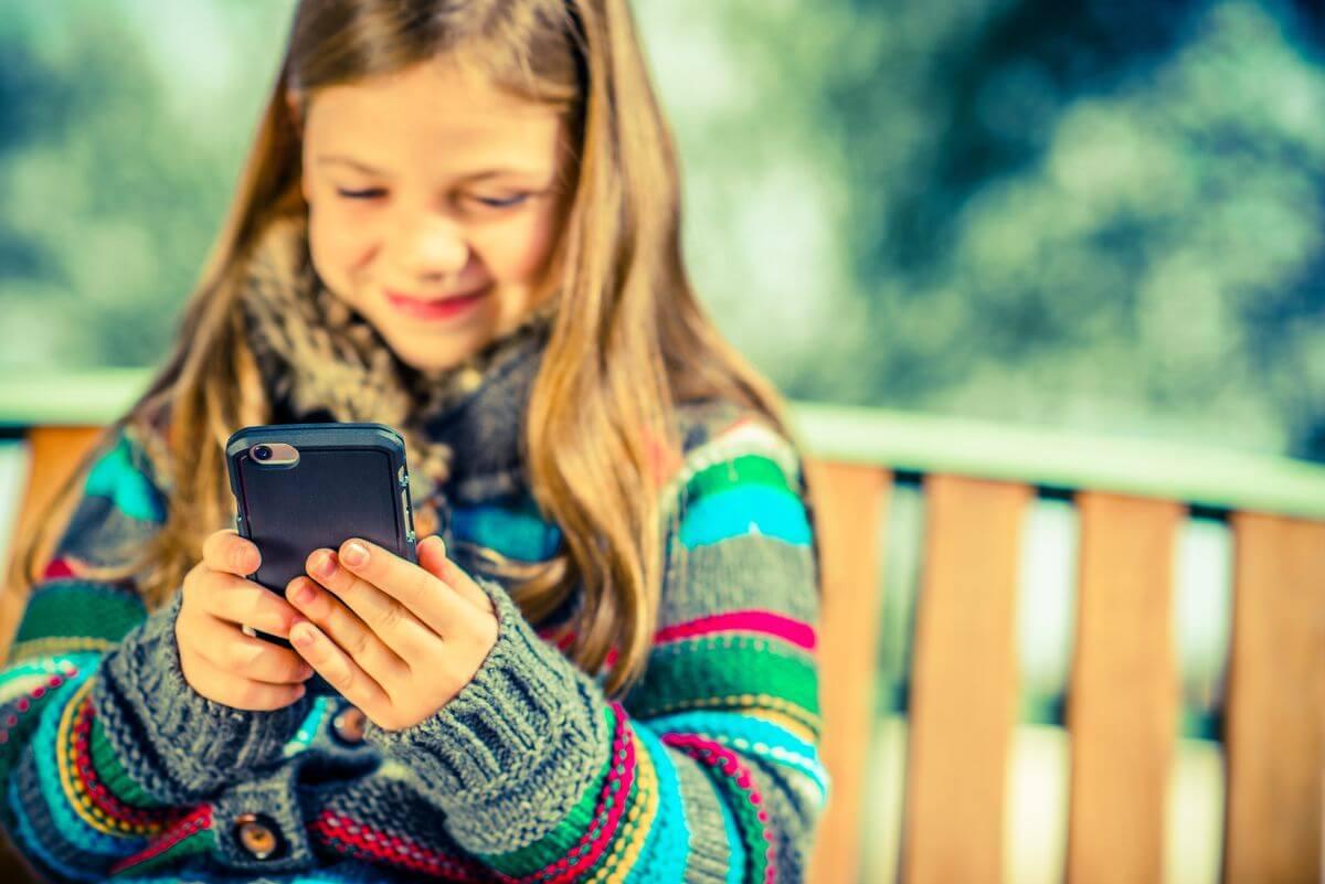как отвлечь ребенка от телефона