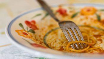 Невестка выкидывает еду