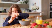 Ребенок плохо ест: в чем причина и что делать?