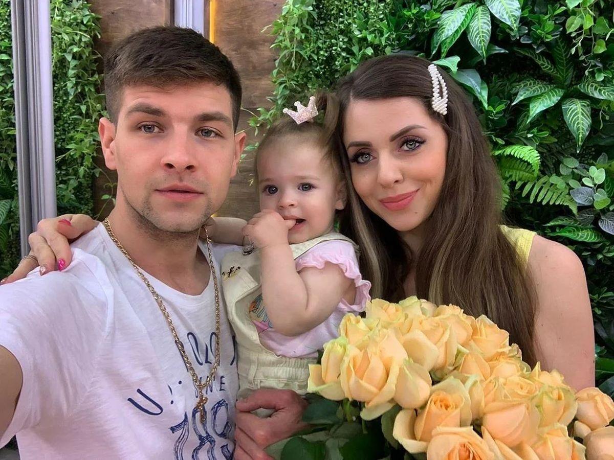 ольга рапунцель с мужем и дочкой