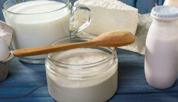 Кисломолочные продукты кормящей: творог, кефир, сметана. Можно или нет, сколько
