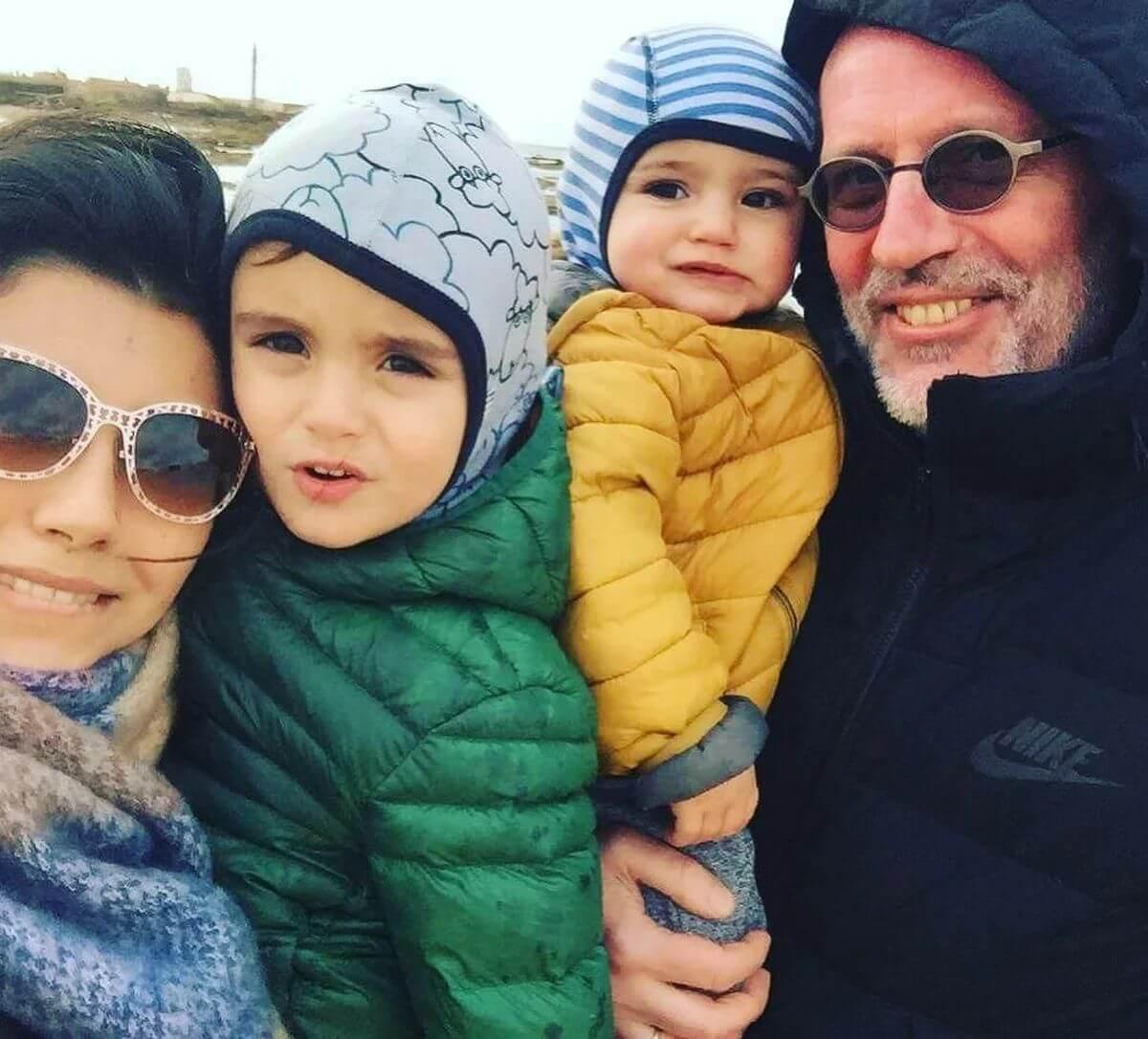 гордон с женой и детьми