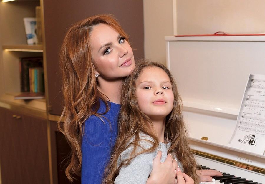 Старшая дочь Максим с мамой
