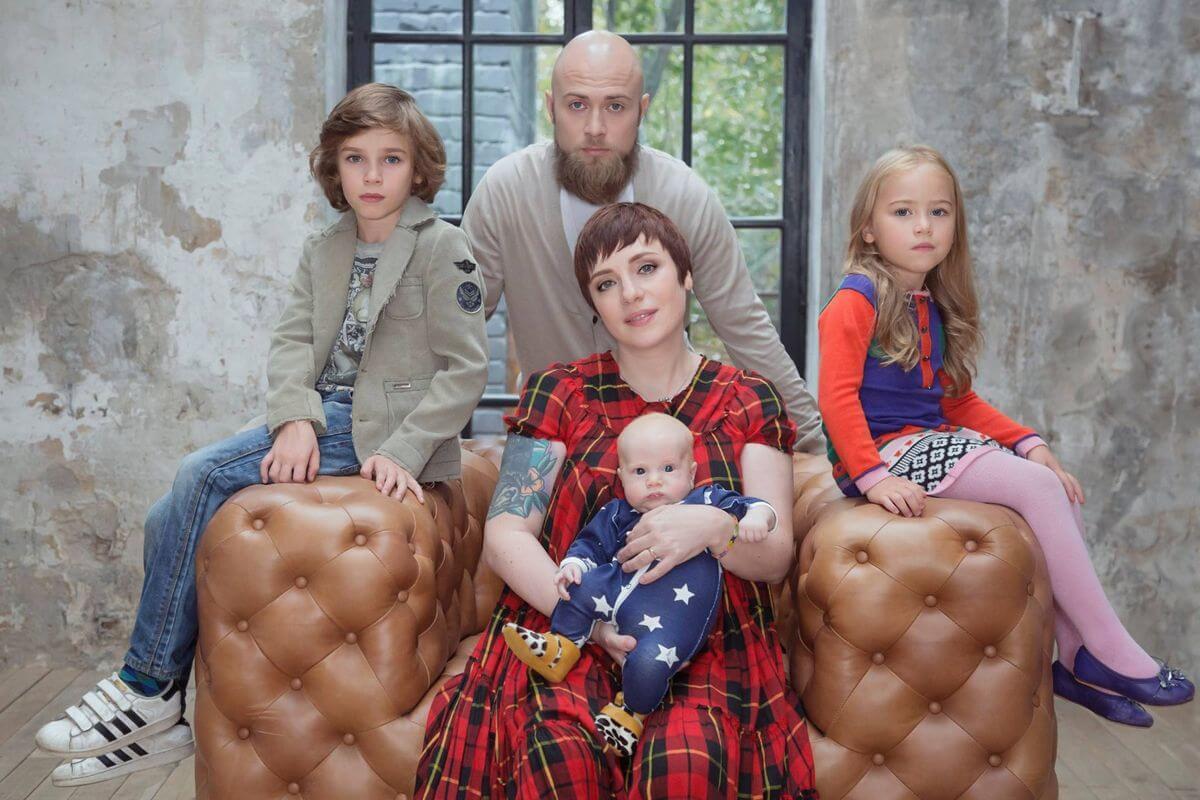 тутта ларсен дети и муж