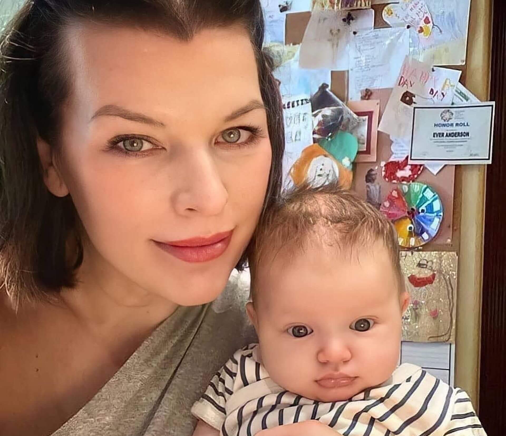милла йовович показала фото с дочкой
