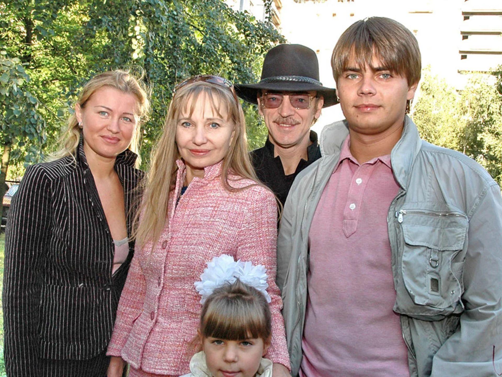 Сергей Боярский с семьей