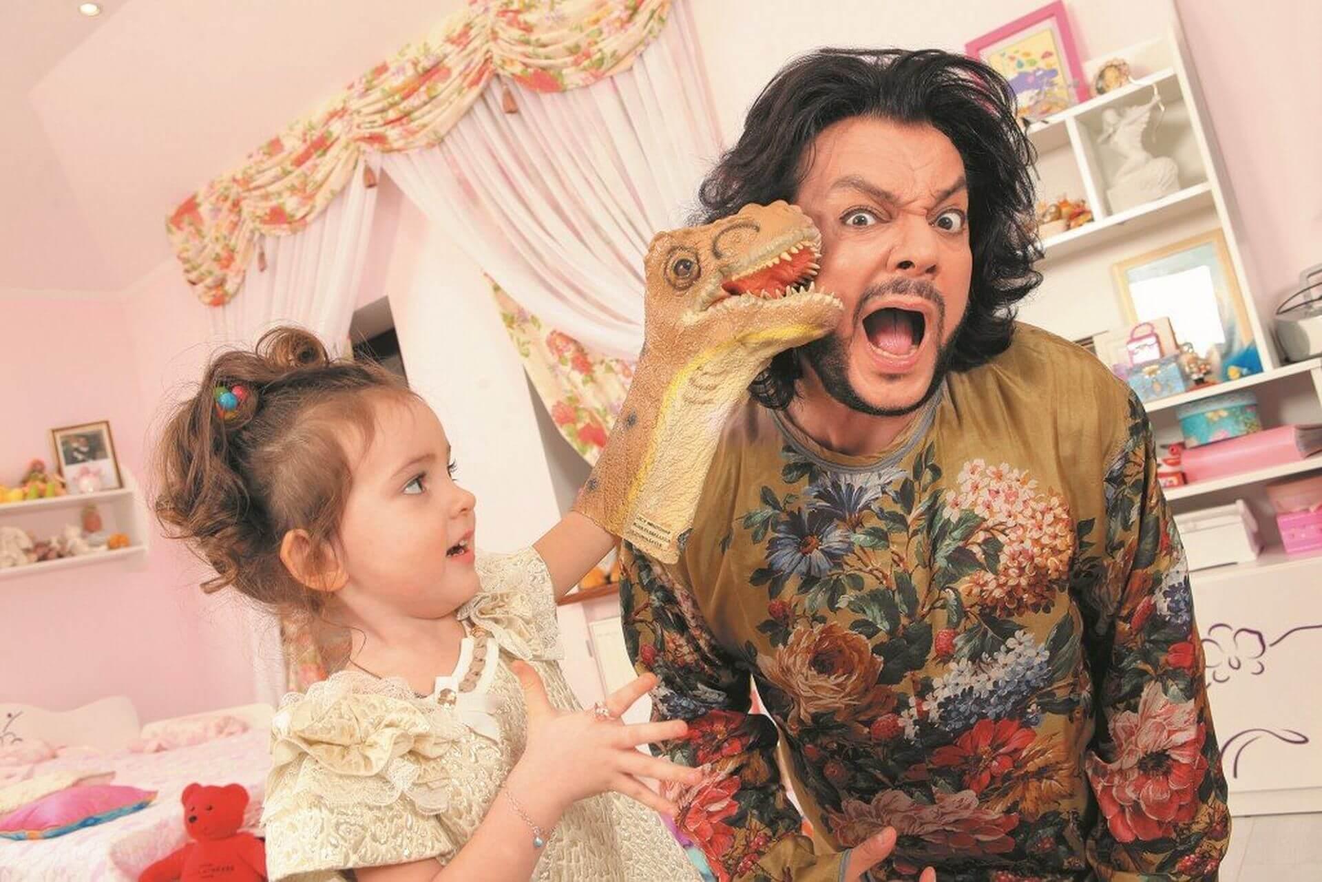 киркоров не может выбрать занятие для дочери